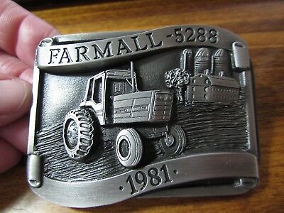 NEW in package pewter FARMALL 5288 belt buckle 1981 Never used or displayed