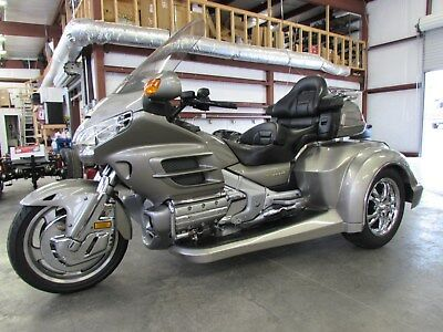 2002 Honda Gold Wing  2002 HONDA GOLDWING GL1800 NEW  ROADSMITH HTS1800 TRIKE WITH RUNNING BOARDS !!