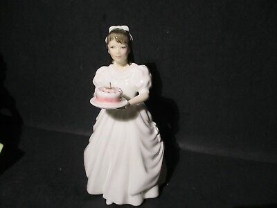 Royal Doulton Figurine  BIRTHDAY GIRL HN 3423 Made in Engand  SM T38 PA