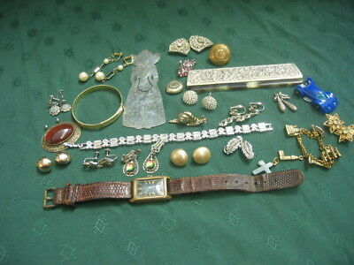 Vintage / Antique Curios & Collectables Pairs of Clip on Earrings Brooches etc