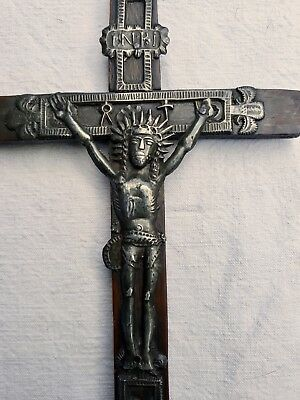 crucifix bois fer art populaire XVIII Christ instrument Passion XVIII folk cross