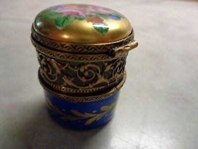 Limoges France Peint Main  Chamart Floral Round Pill Or Trinket Box