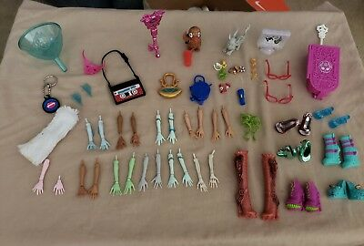 MONSTER HIGH HUGE LOT OF REPLACEMENT BODY PARTS HANDS ARMS Purse 70 +PC Shoes 1