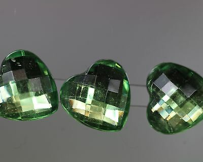 Attractive Zierknopf-Quartett - Faceted Green Hearts - Probably since 2010
