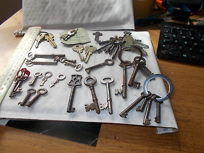 Small Job Lot Old Furniture,boxes & Other  Keys. I Hope Useful For You.