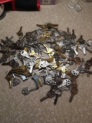 About 3LBS / 148 USED KEYS OF MIX HOUSE KEYS Kwikset , Schlegel Ect