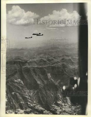 1941 Press Photo Japanese bombers flying over the Szechuen Province, China
