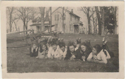 7 women in nice pose on grass, 1900s