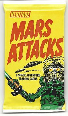Mars Attacks 1 retail pack Heritage random gold/silver/green parallels,3d cards