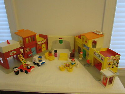 VTG 1973 Fisher Price 997 Little People Play Family Village Clean Works + 4 More