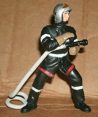 1/18 Scale Fireman Figure With Hose FireFighter Diorama Accessory - Papo 70000