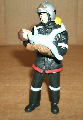1/18 Scale Fireman Figure With Baby FireFighter Diorama Accessory - Papo 70003