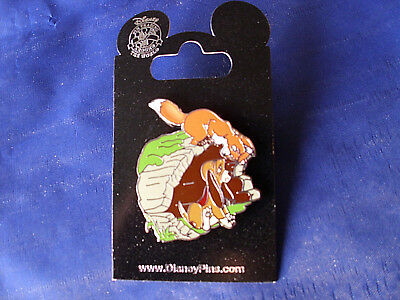 Disney * FOX & HOUND - TOD & COPPER * New on Card Trading Pin