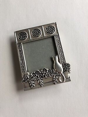 Small Metal Picture Photo Frame with Sitting Cat Distressed Look Feel