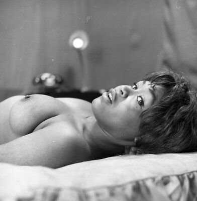 1960s Ron Vogel Negative, busty nude black pin-up girl Jill Warf on bed, t912086