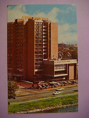 1970s POSTCARD <> FENWAY CAMBRIDGE Motor Hotel Overlooking the Charles River, MA