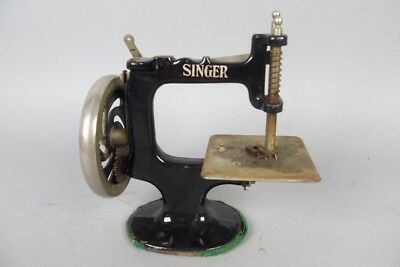 german antique singer children's sewing machine , vintage 1920´s