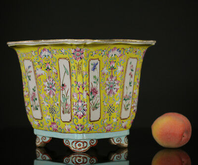 A BEATIFULL antique CHINESE PORCELAIN IMPERIAL YELLOW JARDINIERE 19TH RARE !