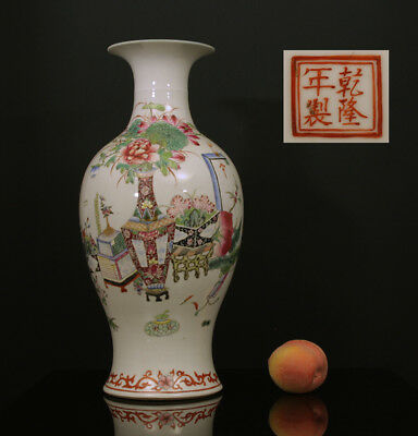 A BEAUTIFUL antique CHINESE PORCELAIN FAMILLE ROSE VASE TREASURES REPUBLIC 1930