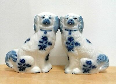 BLAKENEY Pair of Vintage Ironstone White/Blue Mantel Dogs (048)