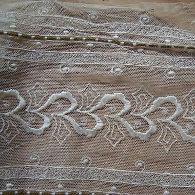 X21 - Antique Wide Embroidered Lace Length With Metallic Gold Thread Inserts