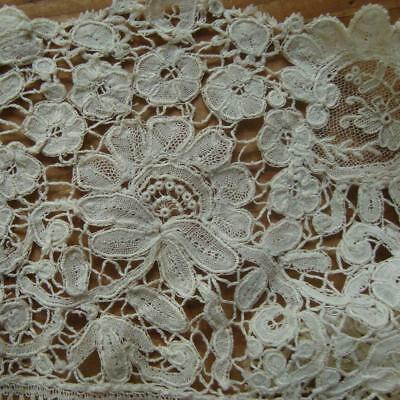 X26 - ANTIQUE LACE LENGTH - HONITON EDGE WITH NET INFILS - EARLY 19th CENTURY