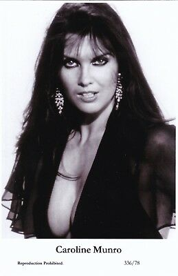 CAROLINE  MUNRO - hollywood  MOVIE star  PIN-UP/CHEESECAKE  modern 2000 postcard