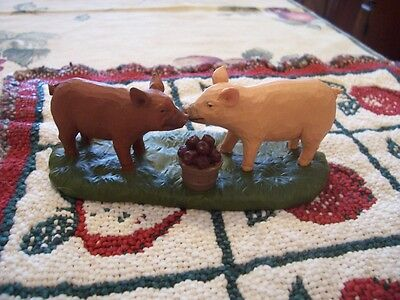 Adorable Pigs Kissing Figurine New !