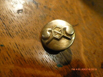 Original WW2 US Army clutchback Chemical  Corps  Collar Disc  in good condition