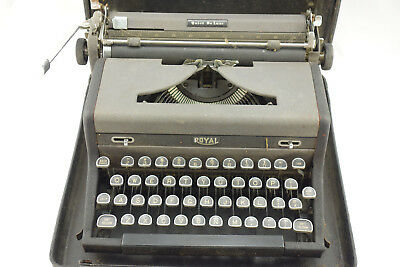 Vintage Portable Royal Typewriter Quiet Deluxe In Case