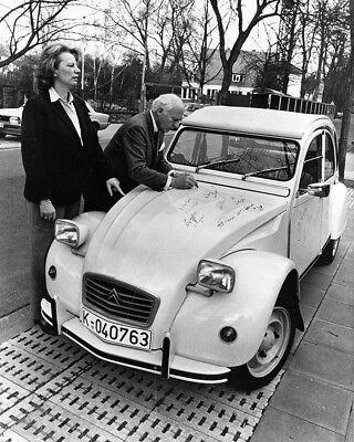 1985 ? Citroen 2CV and Man Signing Car Factory Photo cb2044