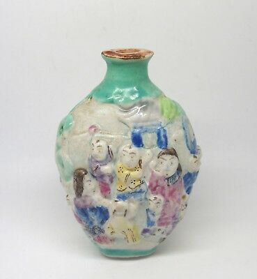 Fine antique early 19th century Chinese porcelain snuff bottle - mark to base