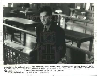 "1997 Press Photo Dylan McDermott stars in ""The Practice"" - lrp02253"