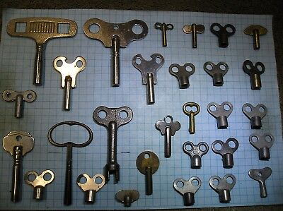 Lot Of 28 Clock Keys - Old - Antique