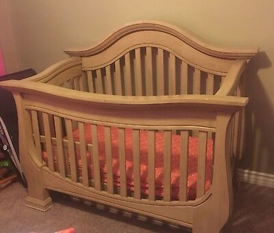 Baby Appleseed's Davenport 4-in-1 convertible crib