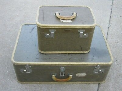 Old Vintage Green Travel Luggage 2 pcs Oshkosh Luggage Make Up Bag good decor