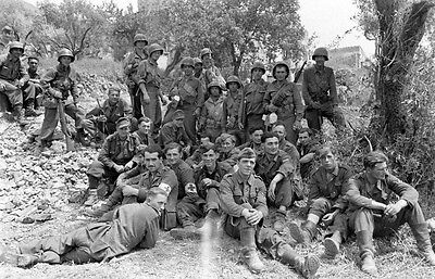 WW2 Photo WWII US Army 10th Mountain Italy 1944 with German POWS/ 1390