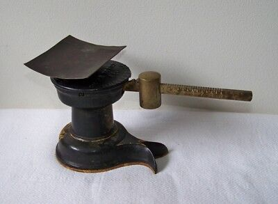 Antique HOWE SCALE CO Small Cast Iron & Brass 9 oz Single Beam Postal Scale