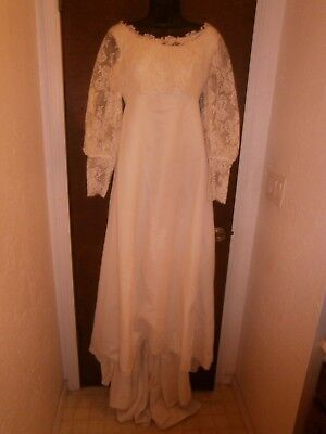 Halloween Costume Vintage Wedding Dress Lace Button Back Train Size Small