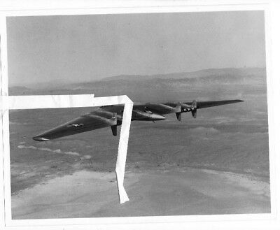 Northrop photo R-5711 USAF Northrop YB-49 Flying Wing 2102387