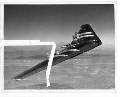 Northrop photo R-7252 USAF Northrop YB-49 Flying Wing 2102387