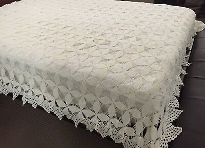 VINTAGE QUEEN SIZED HAND CROCHETED COTTON BEDSPREAD in EXC ***MAGNIFICENT**