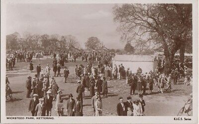 KETTERING ENGLAND UK - WICKSTEED PARK crowds of people REAL PHOTO / 1950s era