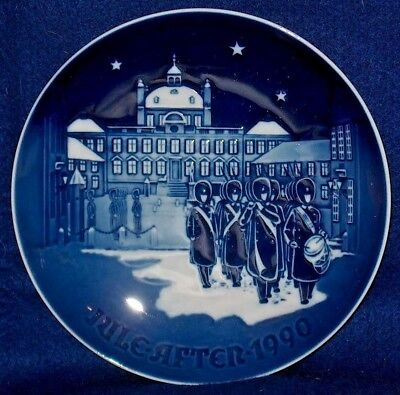 "B & G 1990  Jule-Aften Christmas Plate ""changing Of The Guards""  Denmark"