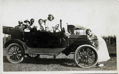 RPPC Real Photo Postcard Mom cranking the old car while family wait. Circa 1910
