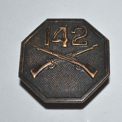 Vtg WWI-WWII US Army 142 Infantry Cross Riffle Brass Octagon Collar Pin Utica NY