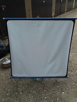 """Boots Fins Compact 40 x 40"""" Projector Screen - Free Standing or Wall Mounted"""