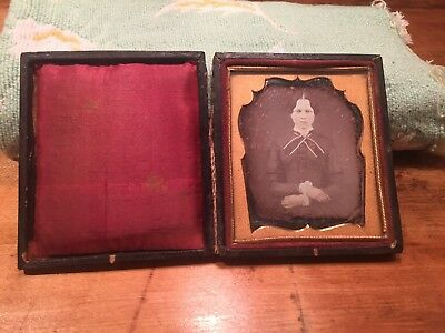 1 Daguerreotype Young Woman sitting