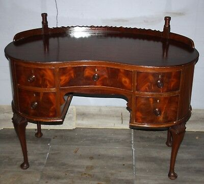 Top Quality late Victorian mahogany kidney shaped dressing table.