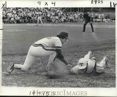 1977 Press Photo Baseball Players Barry Butera and Ken Link in Game - nos07449